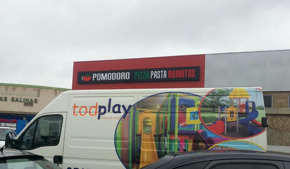 Todplay instala el primer parque de bolas en la franquicia Pomodoro